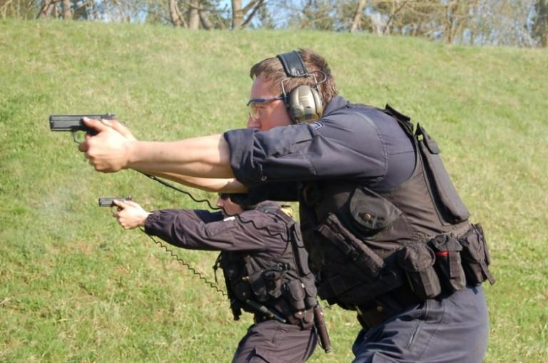 Selbstverteidigung mit einer kurzen Waffe